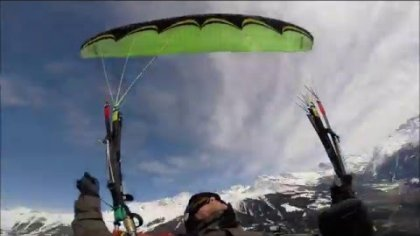 Acro paragliding above the tops of Verbier ....